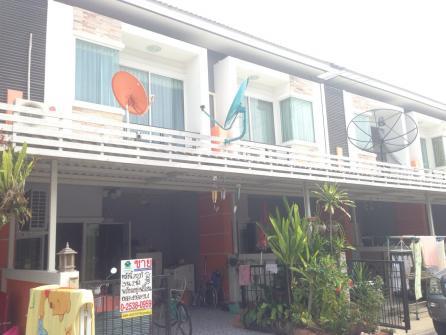 ขายบ้านทาวน์เฮ้าส์ หมมู่บ้านประภัสสรกรีนพาร์ค 6 ซอย 13  พานทอง ชลบุรี